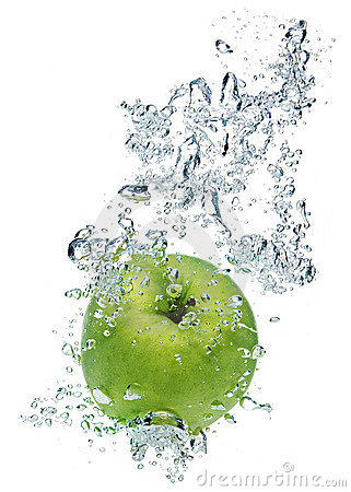 Free Green Apple In Water Royalty Free Stock Photos - 6382958