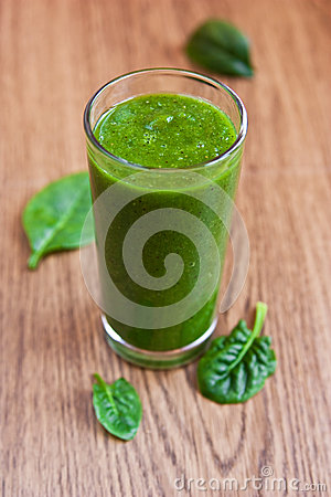 Green apple and spinach smoothie