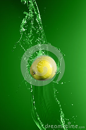 Free Green Apple With Water Splash, On Green Stock Photography - 54620342