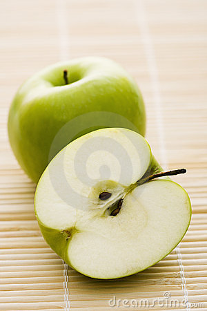Free Green Apples. Royalty Free Stock Photo - 3531615