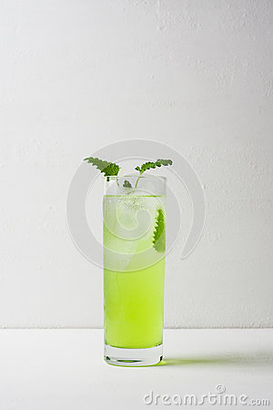 Free Green Cocktail With Mint Royalty Free Stock Images - 64414589
