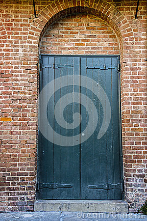 Free Green Doors In Brick Archway Stock Photography - 58954162