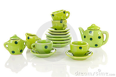 Green dotted tablewear