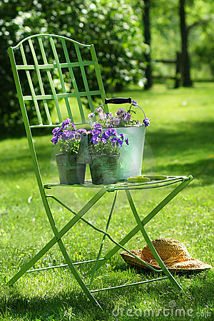 Free Green Garden Chair Royalty Free Stock Images - 2664329