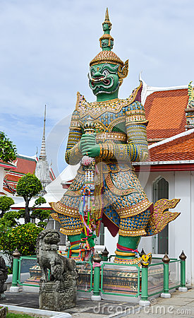 Free GREEN GIANT IN WAT ARUN (TEMPLE OF DAWN) Stock Images - 40453374