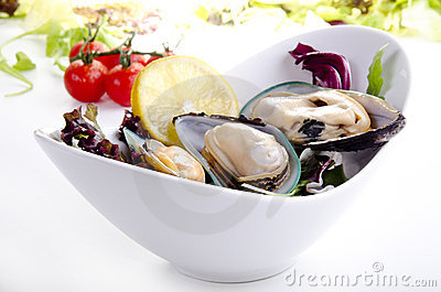 Green lipped mussels with salad