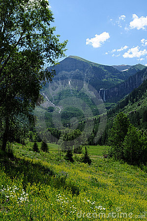 Free Green Mountain Valley Royalty Free Stock Image - 23080336