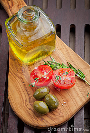 Green olives and tomatoes