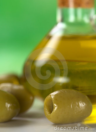 Free Green Olives With Olive Oil Royalty Free Stock Image - 19472486
