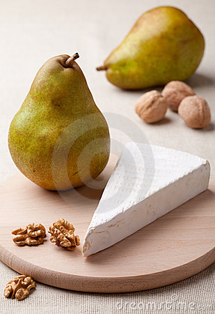 Green pears, cheese brie, cores of walnuts