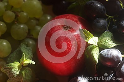 Green and red grapes and apple