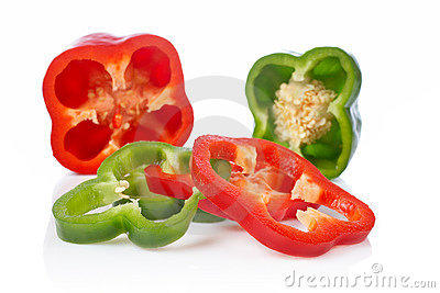 Green and red pepper slices