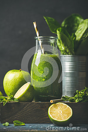 Free Green Smoothie In Bottle With Apple, Romaine Lettuce, Lime, Mint Stock Photos - 82342533