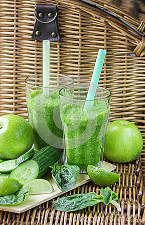 Free Green Smoothie Of Spinach, Apple, Cucumber And Lime Stock Image - 54241381