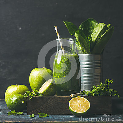 Free Green Smoothie With Apple, Romaine Lettuce, Lime, Mint. Dark Background Royalty Free Stock Images - 83901869