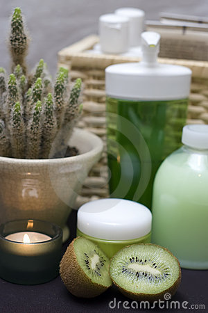 Green spa with kiwi