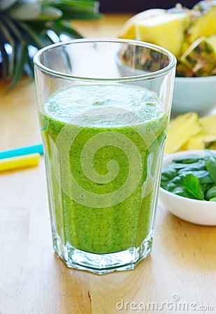 Free Green Spinach And Pineapple Smoothie Stock Photos - 50284953