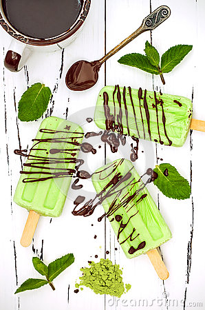 Free Green Tea Matcha Mint Popsicles With Chocolate And Coconut Milk. Royalty Free Stock Photo - 75011875