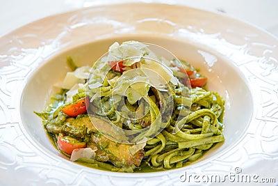 Green vegetable noodle