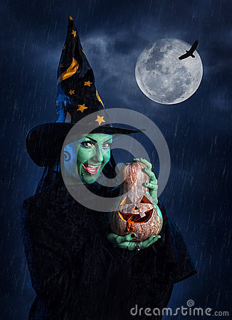 Free Green Witch With Pumpkin Stock Photo - 48243630