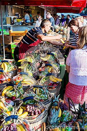 Free Greengrocer At The Old Fish Market By The Harbor In Hamburg, Germany Stock Photos - 43027813