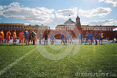 Greeting football teams Editorial Stock Image