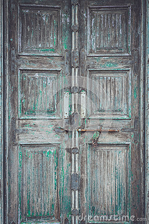 Free Grey Retro Style Wooden Door With Rusty Latch Background, Textur Royalty Free Stock Photo - 56714685