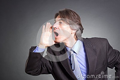 Gridare dell uomo d affari