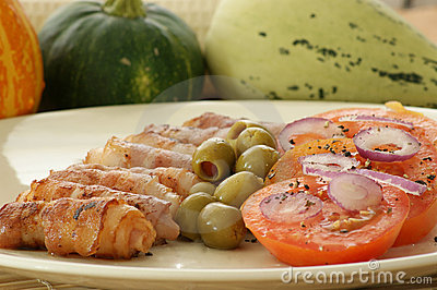 Grilled bacon with tomato and olive salad