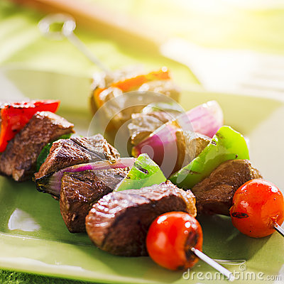 Free Grilled Beef Shishkabobs On Green Plate Stock Image - 33366741