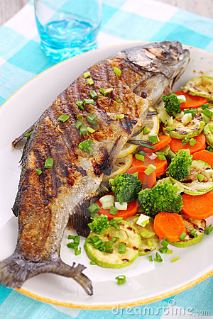 Free Grilled Fish With Vegetables Royalty Free Stock Images - 17536319