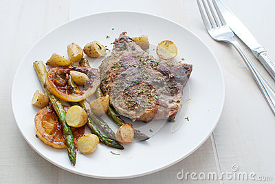 Grilled meat with asparagus and young potatoes