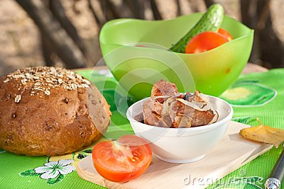Grilled meat with vegetables and bread