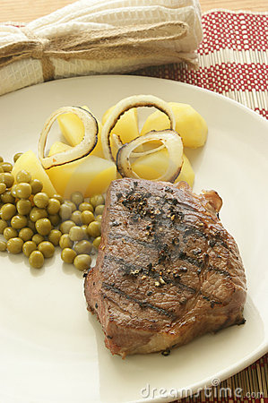 Grilled pepper steak with potato and pea