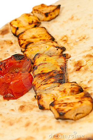 Grilled pieces of chicken and tomatoes