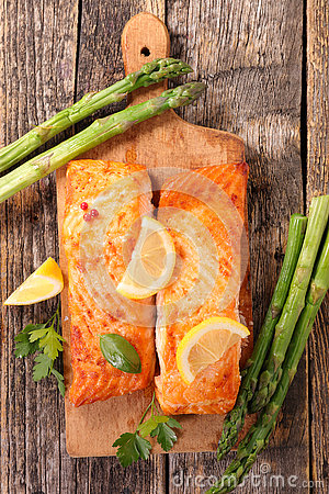 Free Grilled Salmon And Asparagus Stock Photo - 73072150