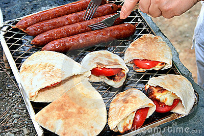 Grilled sausages,halloumi cheese, tomato in pita.