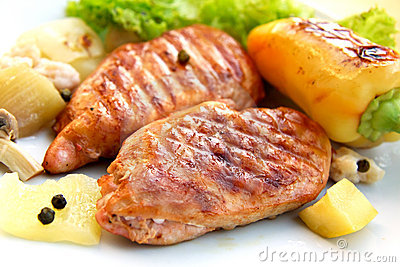 Grilled schnitzel of turkey with vegetables
