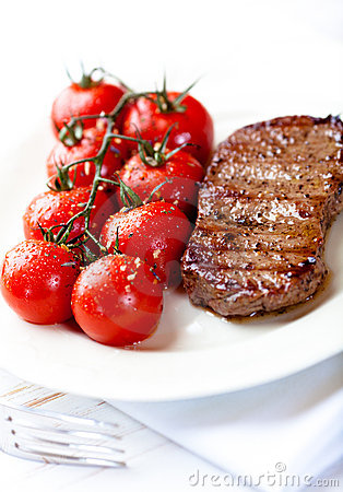 Grilled steak with cherry tomatoes
