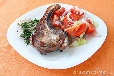 Grilled steak with a salad of tomatoes and cucumbe