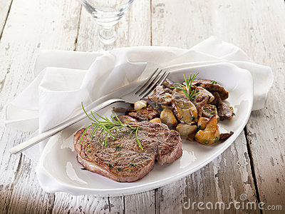 Grilled tenderloin with cep
