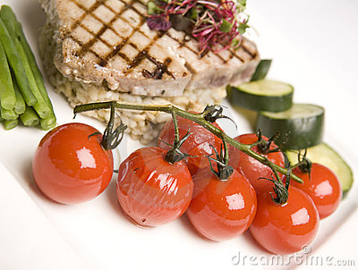 Grilled Tuna & Cherry Tomato salad