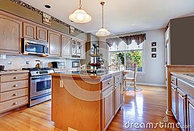 gro e sch ne wei e k che mit massivholzboden und gr nen w nden stockfotos bild 29561893. Black Bedroom Furniture Sets. Home Design Ideas