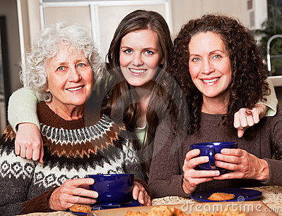 Großmutter, Tochter und Enkelin