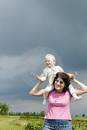 Großmutter und Enkelin