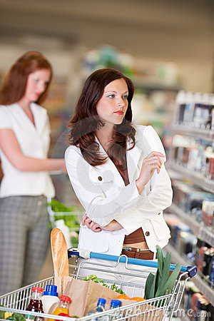 Grocery shopping store - Attractive woman
