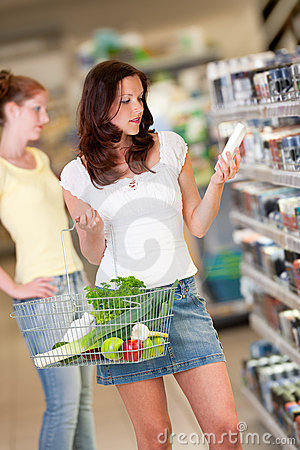 Grocery shopping store - Brown hair young woman