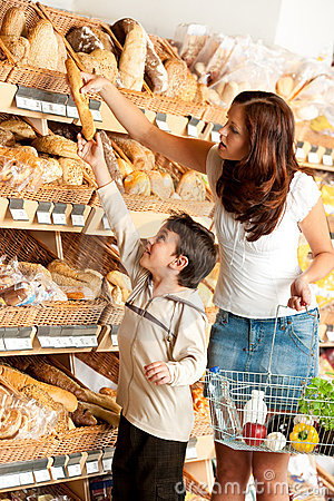 Grocery shopping store - Woman with little boy