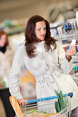 Grocery shopping store - Young brunette woman
