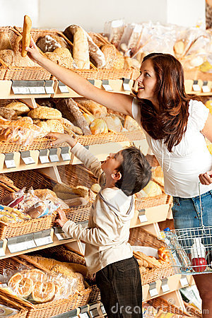Grocery shopping store - Young woman with child